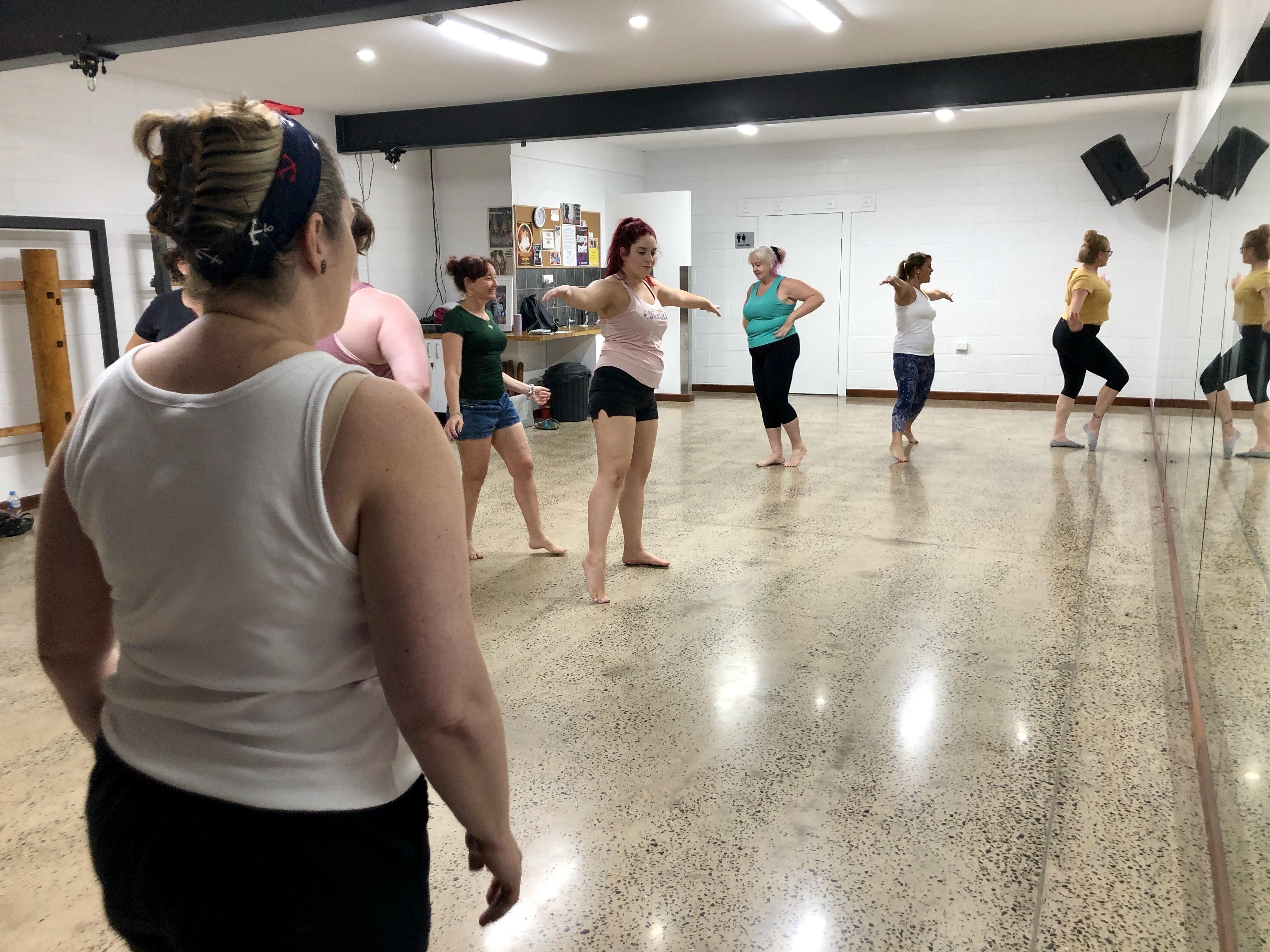 Students at Darwin Divine Dancers workshop with Mae de la Rue